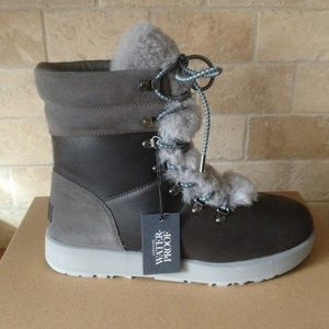 NWT UGG Genuine Sheepskin Waterproof Boots size 6